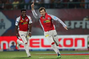 IPL 6: Adam Gilchrist signs off career with Harbhajan Singh's wicket