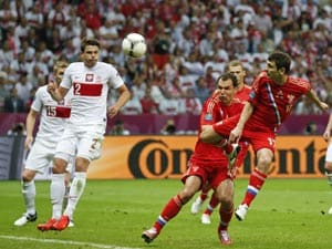 Euro 2012: Poland, Russia draw 1-1 as fans clash in Warsaw