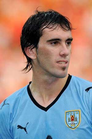 Uruguay defender Godin gets Spanish nationality