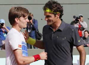 Federer digs deep to oust Goffin at French Open