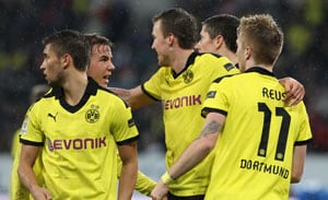 Borussia Dortmund reclaim third spot, Schalke sack Stevens