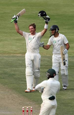 Guptill puts New Zealand in control against Zimbabwe