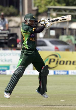 Mohammad Hafeez, Junaid wrap up big win for Pakistan vs Zimbabwe