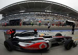 Hamilton ends Red Bull streak, grabs pole in Korea