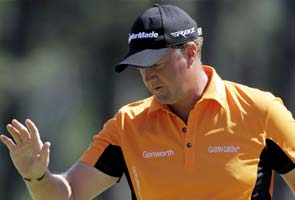 Hanson holds off charge by Mickelson at Masters