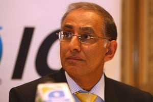 Haroon Lorgat meets Sanjay Patel at the ICC Chief Executives' meet