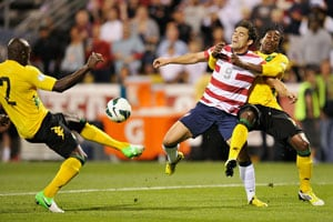 Herculez Gomez gives USA victory, Mexico advance