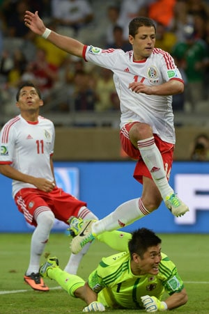 Confederations Cup: Hernandez double gives Mexico victory over Japan