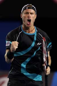Lleyton Hewitt beats Monaco in 1st round at Valencia Open