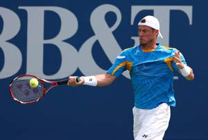 Aussie Lleyton Hewitt advances at Atlanta tennis