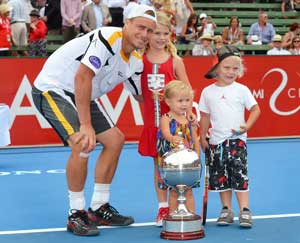 Lleyton Hewitt demolishes Del Potro to win Kooyong title
