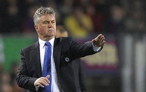 Hiddink leaves door open to Chelsea move