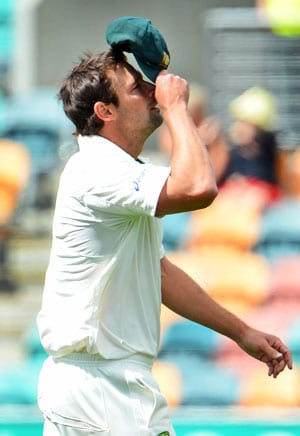 Australia paceman Ben Hilfenhaus injured in 1st Test