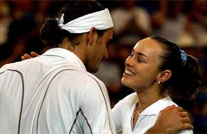 Hingis rebuffs Federer's Olympic proposal