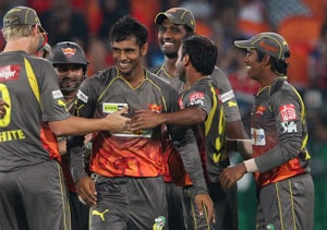 IPL 2013: Sunrisers Hyderabad beat Bangalore in Super Over to score second win