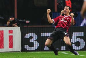 Ibrahimovic lifts AC Milan up and over Roma