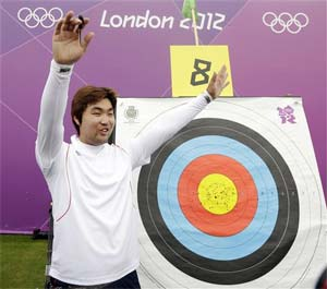 London 2012 archery: 'Blind' South Korean archer claims first world records at the Olympics