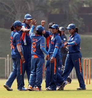 Indian eves whitewash Bangladesh, clinch T20 series 3-0