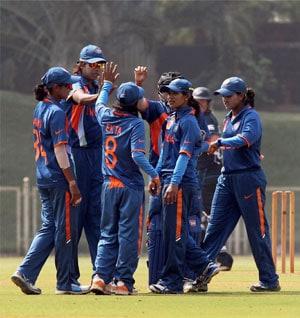 Indian eves whitewash Bangladesh, clinch T20 series 3-0