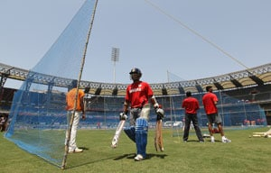 Determined Sri Lanka watched Team Dhoni practice