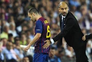 Barcelona midfielder Iniesta out for 4 weeks