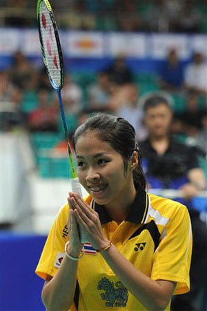 Thai teen Ratchanok Intanon defeats top seed Li Xuerui to take women's world badminton title