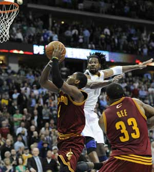 Irving's layup lifts Cavaliers over Nuggets,100-99