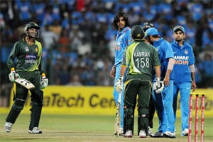 Ishant Sharma-Kamran Akmal spat: Dhoni, Hafeez play down the episode