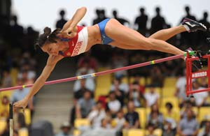 Queen Isinbayeva wobbles off pole vault perch