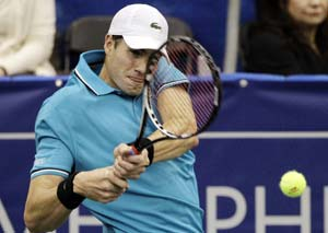 John Isner edges Lleyton Hewitt to book clash with Kevin Anderson