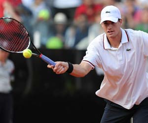 Isner, Nishikori reach last eight at Newport