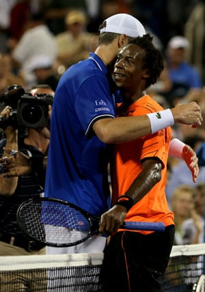 US Open: John Isner hits out as crowd backs Frenchman Gael Monfils