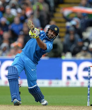 India vs England, Live Cricket Score - ICC Champions Trophy final