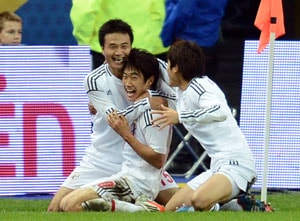 Japan celebrates historic victory over France