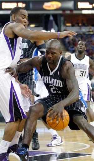 Magic beat Kings despite Howard's foul trouble