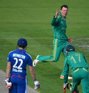 Johan Botha's bowling action under scanner yet again