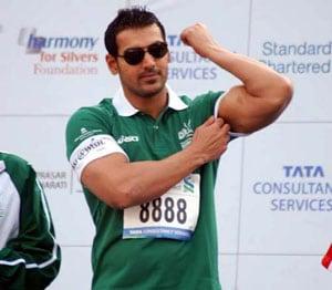 John Abraham runs 21 kilometers before Mumbai Marathon