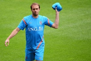 Euro 2012: Mathijsen back at full training for Netherlands