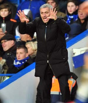 Chelsea FC on top but Jose Mourinho still wary of Manchester City