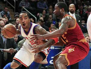 Knicks shake off Lin injury news, beat Cavaliers