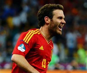 Arsene Wenger coy on Arsenal's interest in Juan Mata