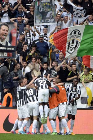 Ten-man Juventus secure 29th Serie A title