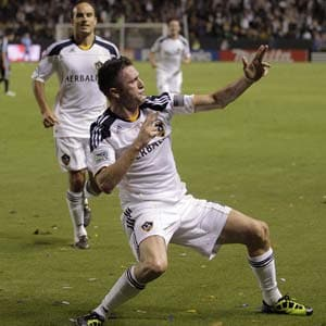 Robbie Keane scores in dynamic LA Galaxy debut