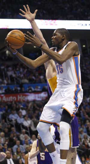 Thunder top Lakers 100-85, tie Miami as NBA