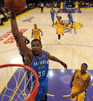 Thunder steal another to put Lakers on brink