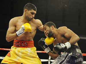 Amir Khan alleges ringside 'interference' during title bout