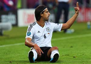 Khedira defends Loew and players over anthem