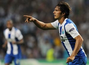 Porto beat 9-man Shakhtar 2-1 in Champions League