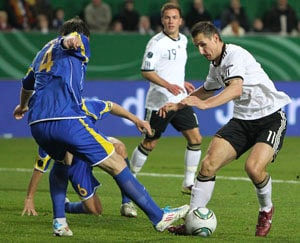 Germany's Miroslav Klose to miss World Cup qualifiers due to ligament tear