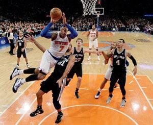 New York Knicks win 100-83, ending San Antonio Spurs' streak
